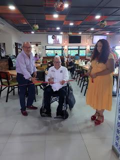 El tradicional corte de listón apadrinado por Ernesto Palomino, Hugo Álvarez y Gina Alfeiran.