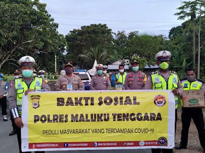 Kepolisian Resort Maluku Tenggara (Polres Malra) menggelar bhakti sosial pembagian sembako dan masker kepada warga sekitar Mapolres Malra Kecamatan Ketsoblak Kota Tual