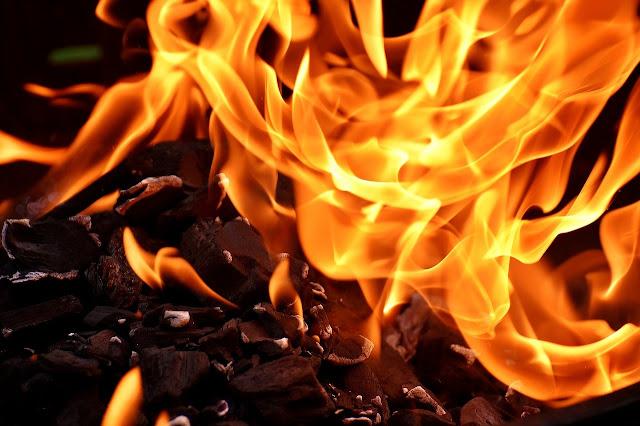 Two AIADMK Men Burn Girl to Death || अवघ्या १४ वर्षांच्या मुलीला जाळून केले ठार || Marathi news