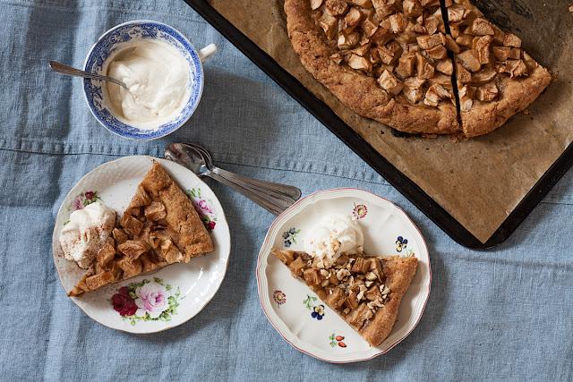 Integralna pita od jabuka i lešnika