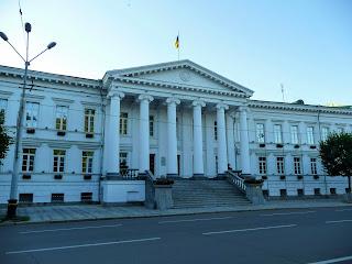 Полтава. Вул. Соборності, 36. Колишній Будинок губернських присутствених місць. Полтавська міська рада