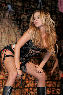 Carmen-Electra-Performing_1+%7E+SexyCelebs.in+Exclusive.jpg