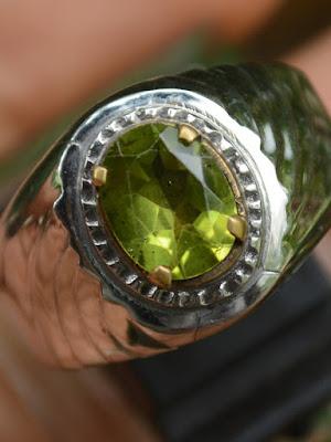 cincin batu peridot
