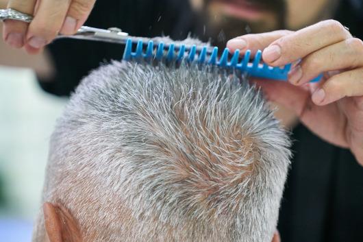 El Hospital General Universitario de Elche acoge talleres de estilismo y peluquería para pacientes oncológicos