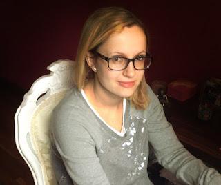 Photograph of author Carys Jones