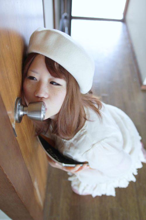 http://selongkar10.blogspot.com/2013/02/30-aksi-planking-tombol-pintu-gadis-asia.html