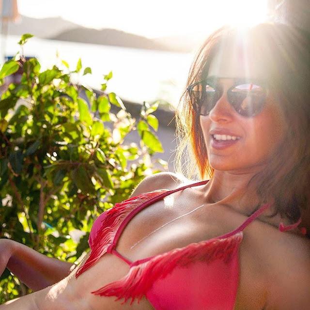 Ileana D'Cruz latest bikini photos Navel Queens