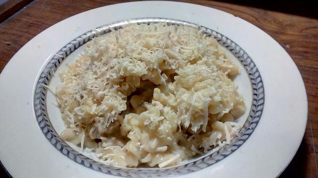 resep makaroni, resep fusili, resep pasta gampang, cream sauce, bechamel sauce, saus keju, carbonara, resep spaghetti carbonara, spaghetti, carbonara, keju, daging ayam, resep pasta restoran