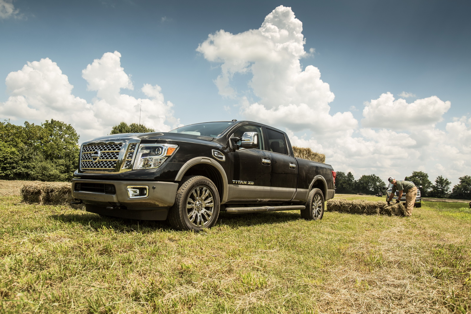 2018 nissan titan priced from 31 075 titan xd from 40 015 carscoops. Black Bedroom Furniture Sets. Home Design Ideas