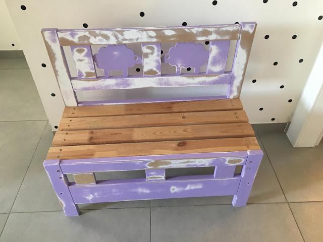 ספסל לילדים, ללא צבע