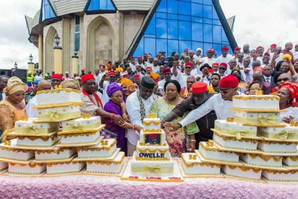 Gov.Rochas Gets 27 Birthday Cakes From Women Of 27 Local Governments In Imo