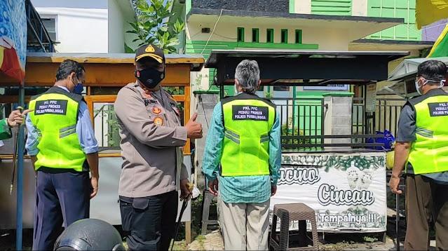 Polres Purbalingga Berikan Rompi PKL Bertuliskan PKL PFC Peduli Prokes