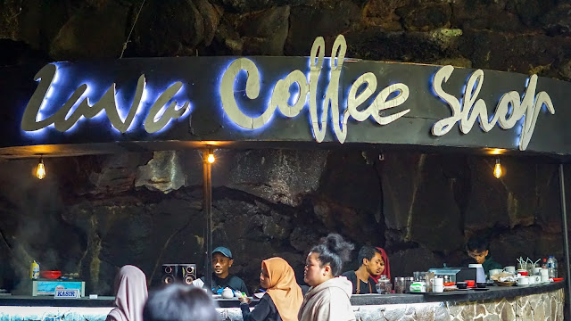 Lava Coffee Shop di dalam Gua