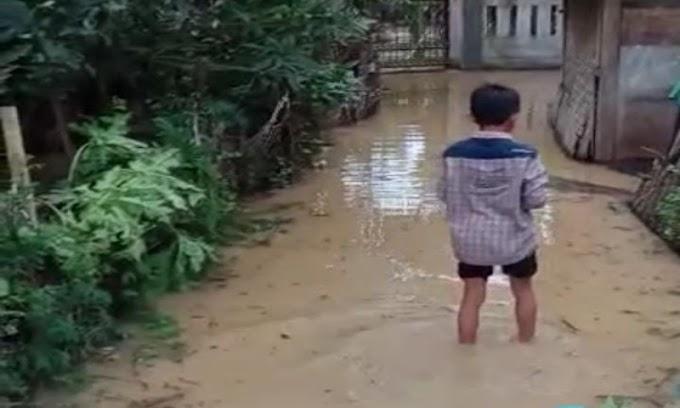 Pintu Irigasi Hilang, Luapan Ciujung Rendam Beberapa Rumah di Kampung Laes Sukamaju