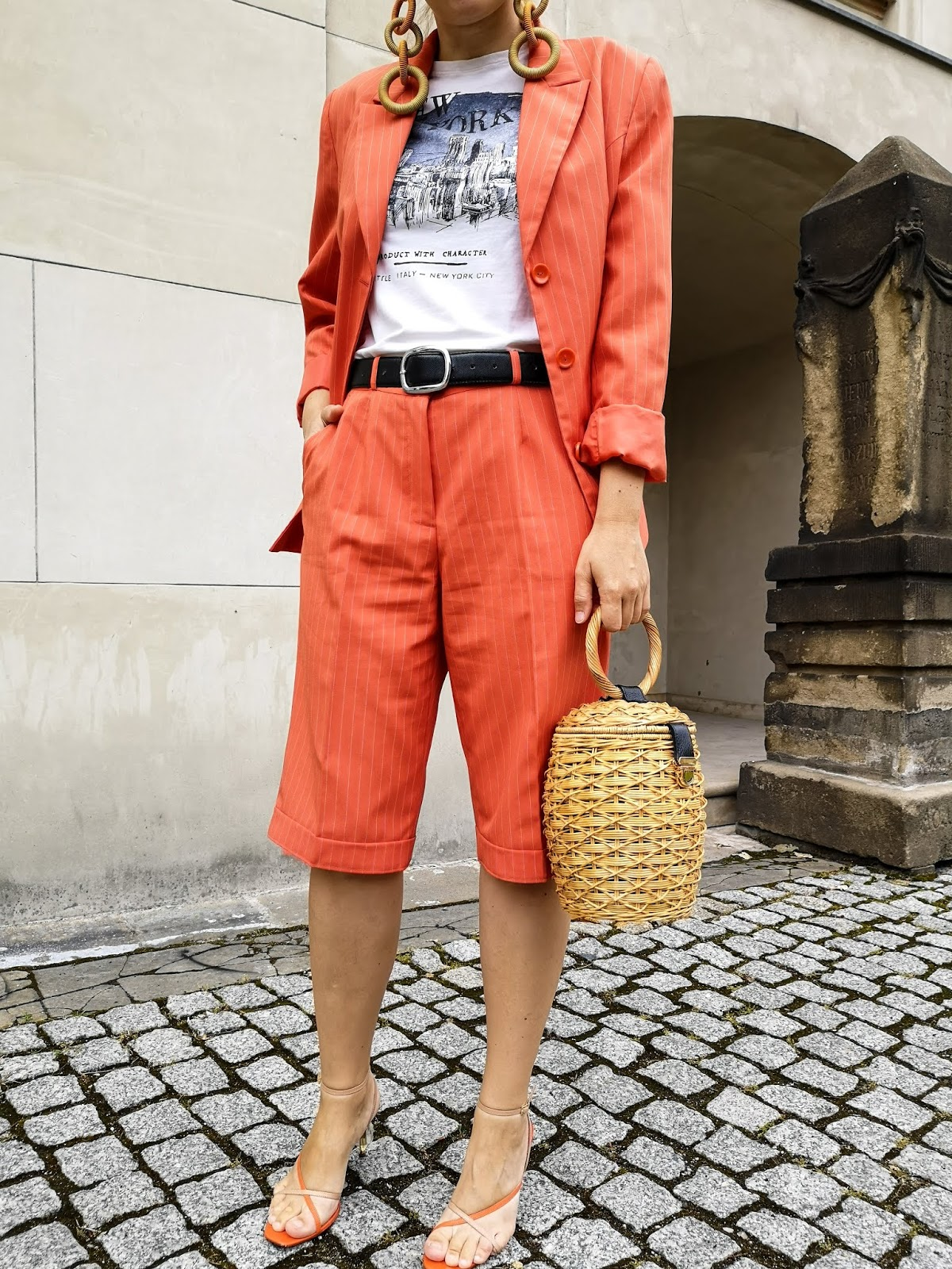 orange women suit; pomarańczowy garnitur