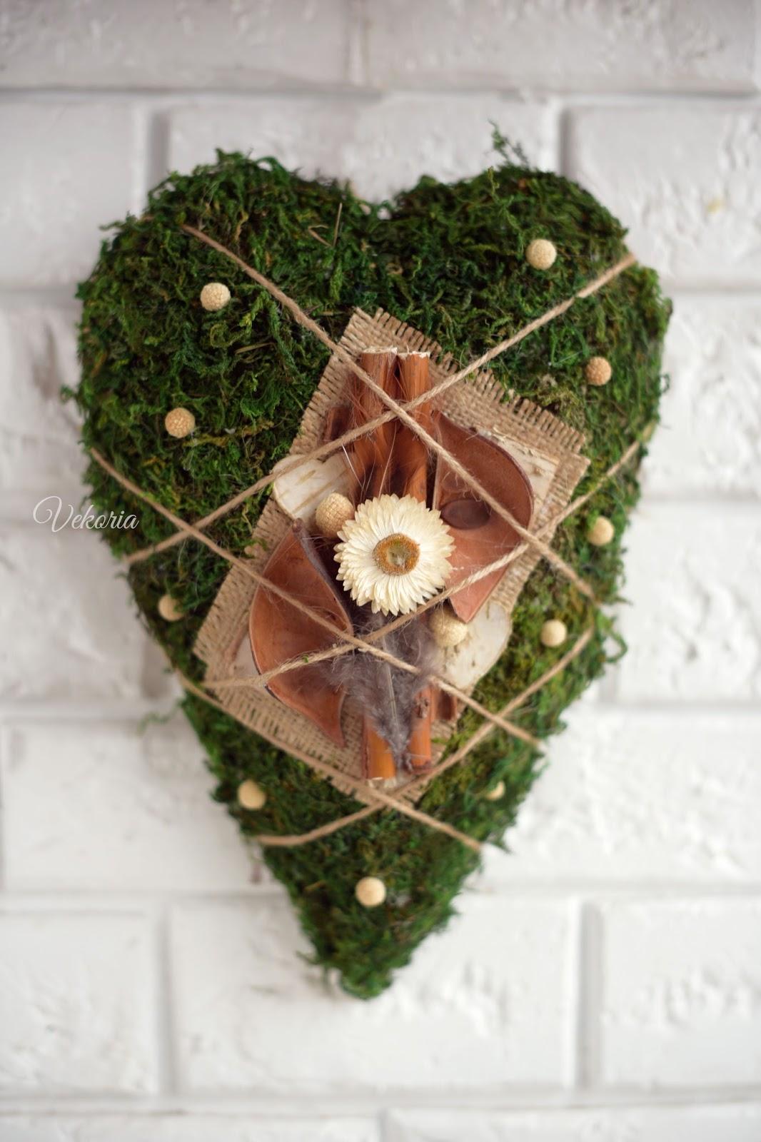декорация на стену сердце из мха