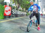 Saleh Husin Gowes Sepeda Sambil Rekreasi Foto