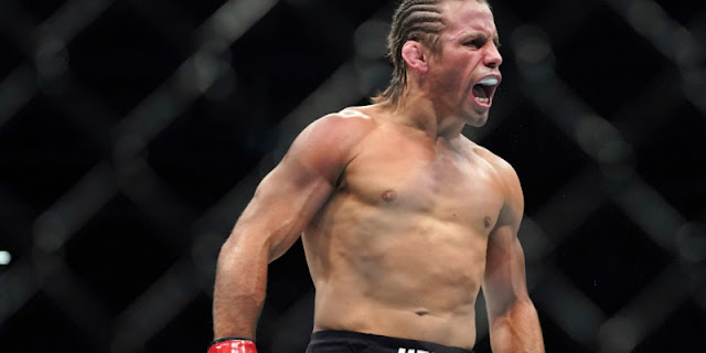 Urijah Faber celebrates win over Ricky Simon