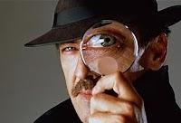 Bir merceğin içinden bakan dedektif