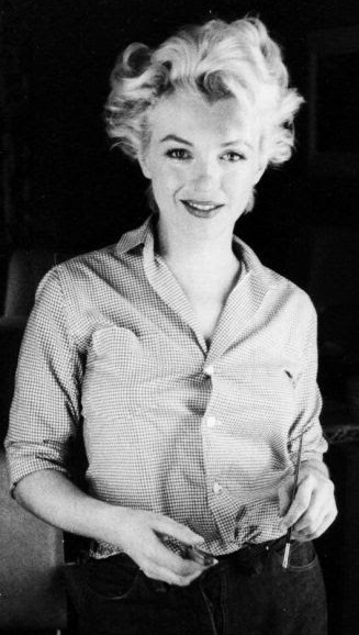 1956 Marilyn Monroe Photographed Milton Greene Via Eternalmarilynmonroe On Tumblr Showing The Dreaded Gap