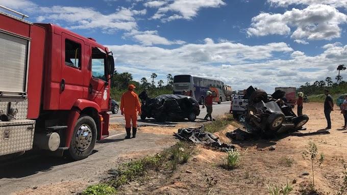 Uma pessoa morre e quatro ficam feridas em colisão na BR-222, em Fortaleza