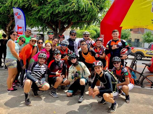 Evento mobiliza mais de 30 ciclistas que percorreram 20km em trilha de areia