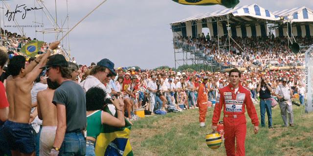 F1 GP 1989 Grã-Bretanha - Senna volta a pé para os boxes após abandono.