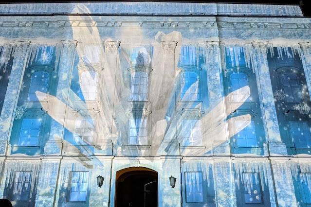 Things to do in Innsbruck for Christmas: Light show at the Hofburg