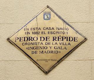 Placa colocada en 1991 en la casa natal de Pedro de Répide situada en la calle de la Morería