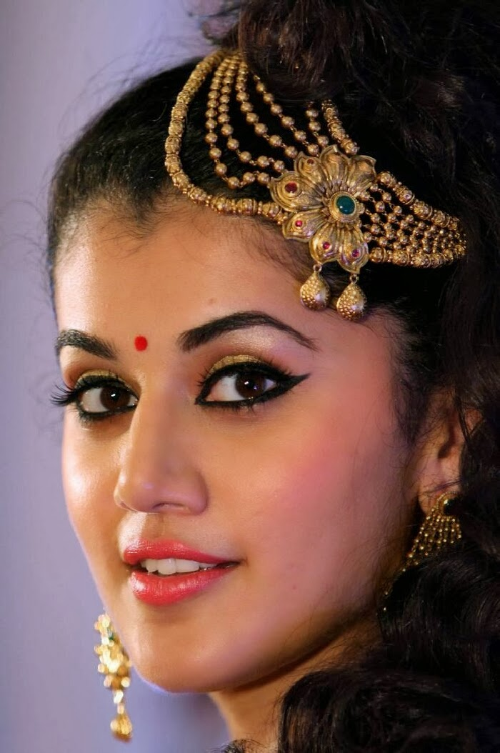 Taapsee pannu photos in ethnic dress at azva jewellery in trivandram