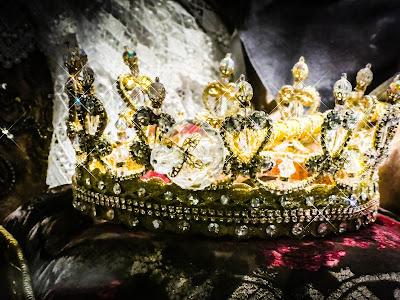 Imagem de uma coroa. Por que o marido da Rainha Elizabeth não era rei?