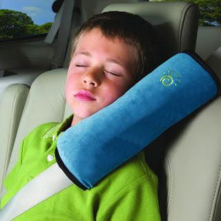 ドライブ中の安眠に!シートベルトクッション枕