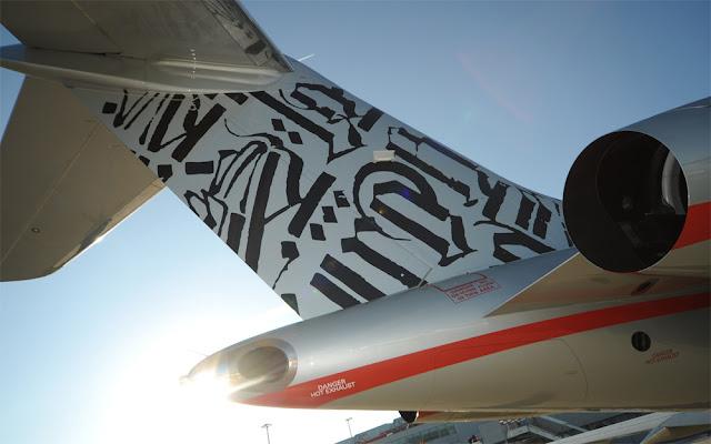 Retna painted Jet