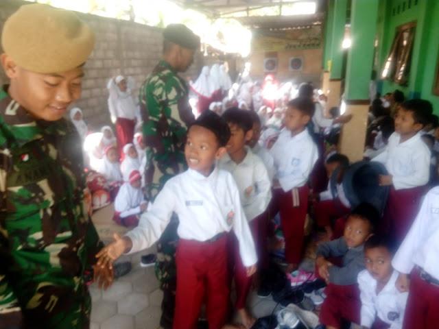Hari Pertama Masuk Sekolah, Satgas TMMD beri Wasbang kepada Siswa SDIT