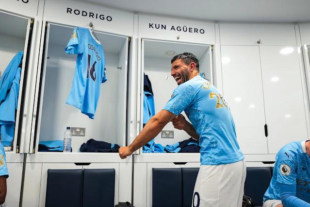 أجويرو بقميص السيتى الجديد