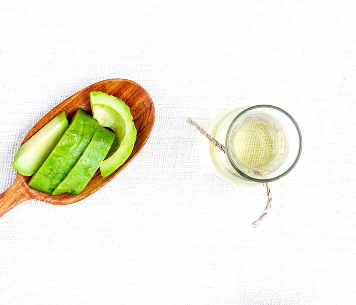 Como usar o óleo de abacate nos cabelos e seus benefícios