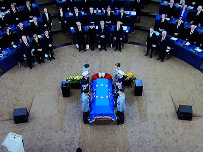 http://www.rp-online.de/politik/deutschland/europaeischer-trauerakt-fuer-helmut-kohl-in-strassburg-bid-1.6918836