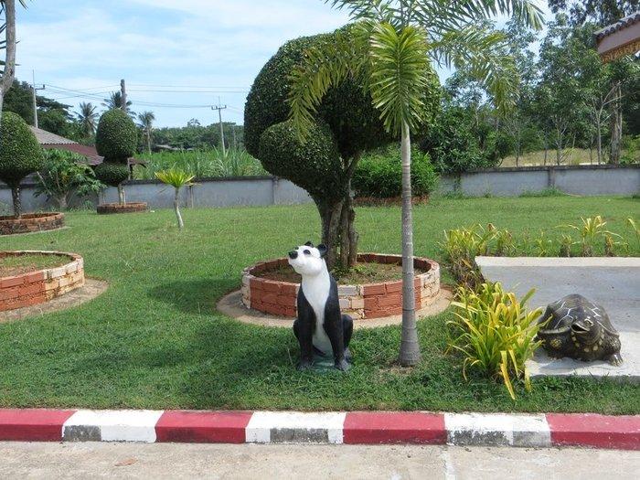 статуя панда