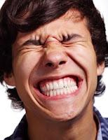 "<Imgsrc=""expresión-de-dolor.jpg"" width = ""200"" height ""259"" border = ""0"" alt = ""Dolor dental por hipersensibilidad"">"