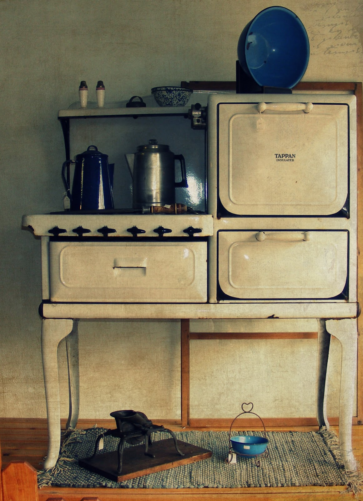 Retro Kitchen Stoves Small Storage Cabinet The Cottage On Corner Vintage Love At Green