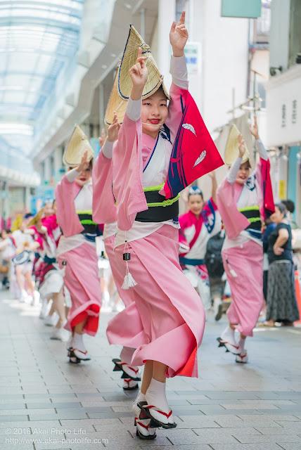 天翔連、高円寺パル商店街での流し踊り、女踊りの写真 2