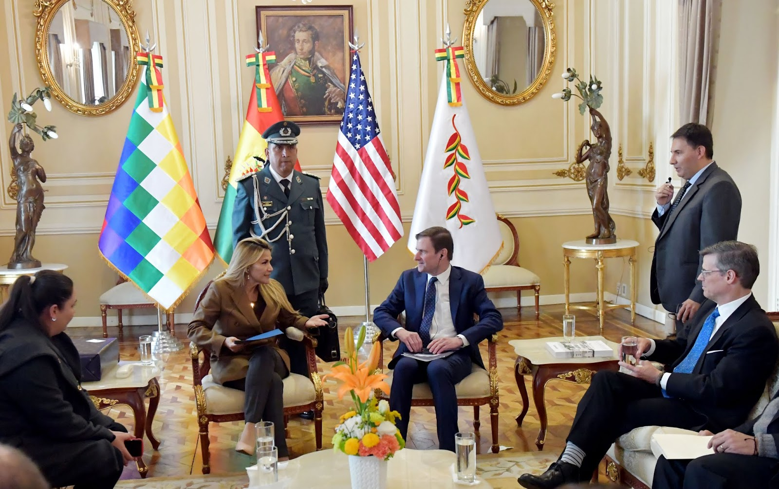 La presidenta constitucional Jeanine Áñez y el subsecretario de Estado para Asuntos Políticos de EEUU, David Hale,  en Palacio Quemado de La Paz / ABI