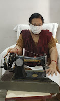 dr-saroj-taking-online-class-and-making-mask