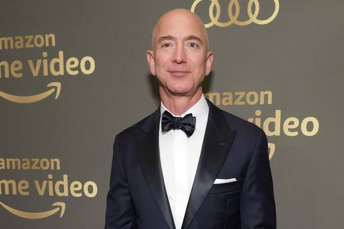 Here's why Jeff bezos is becoming richer while other billionaires are losing money