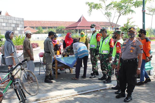 Operasi Penegakkan Disiplin Protokol kesehatan oleh Tim Gabungan di Cawas