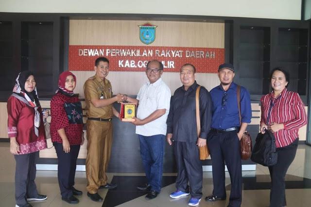 Anggota DPRD Kabupaten Bangka Kunjungi DPRD OI