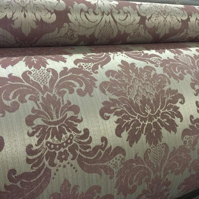 O Jacquard é um tipo de tecido complexo, o qual as estampas ou texturas são moldadas usando o próprio fio.