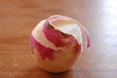 mengupas lobak putih agar tidak terasa pahit