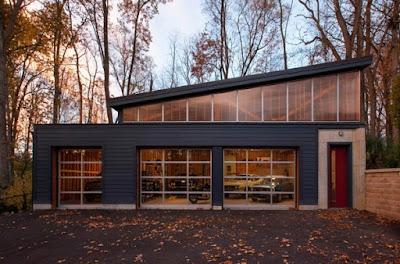 Garasi Dengan Desain Pintu Kaca