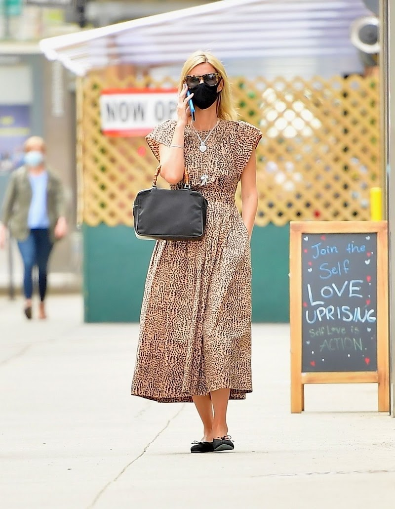 Nicky Hilton Out for Coffee in New York 14 Apr-2021